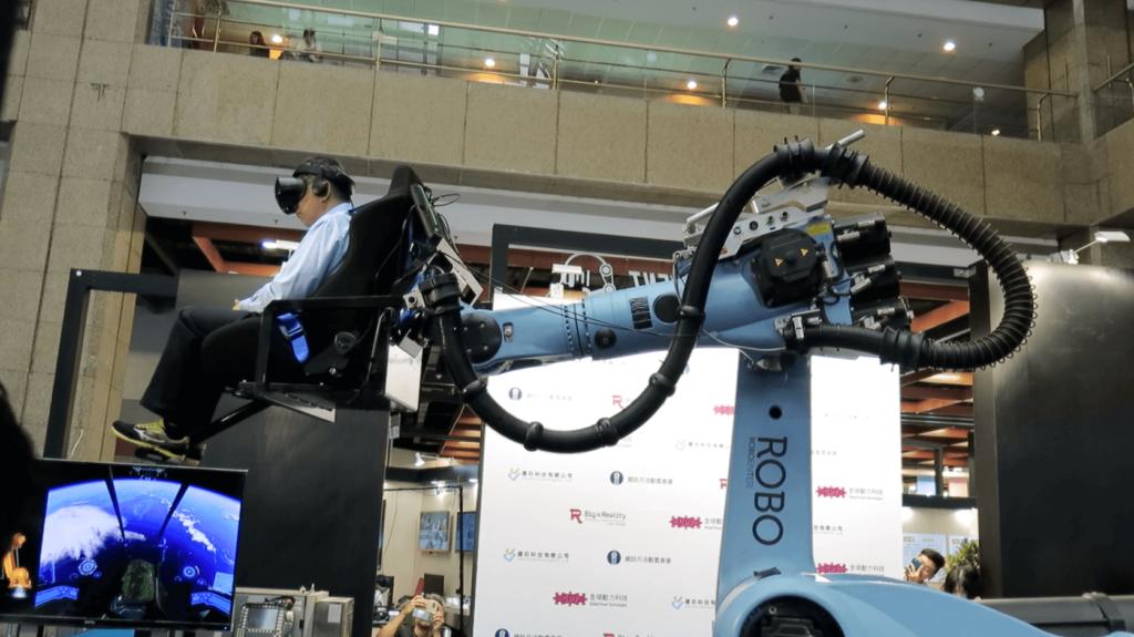 機器手臂VR-台北市長乘坐